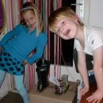Mira en Amiel zetten de schoen