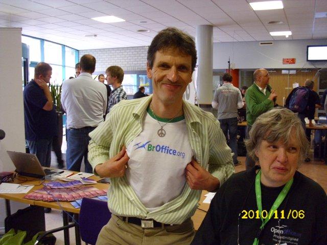 Cor zeigt sein BrOffice.org-T-Shirt 1